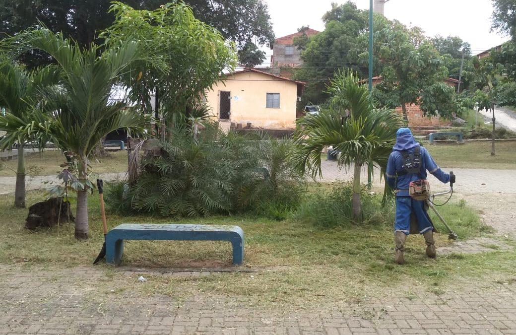 Praça Sansão Santos na Redenção ganha limpeza e capina da SDU Sul