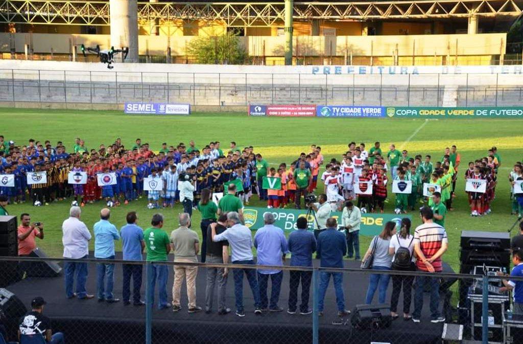 Estádio Lindolfo Monteiro sediou abertura da Copa Cidade Verde