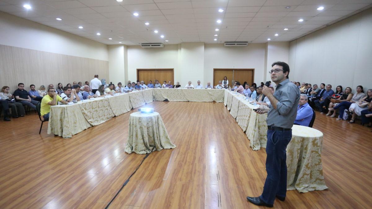 Prefeito Firmino reúne secretariado para avaliar projetos em andamento
