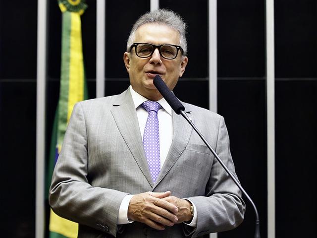 Flávio Nogueira apresenta emenda de publicação empresarial obrigatória