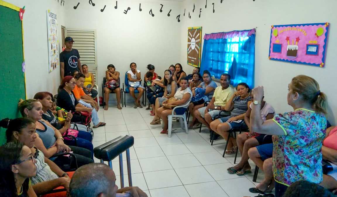 PARQUE RODOVIÁRIO: famílias participam de grupos de acompanhamento e recebem cestas básicas
