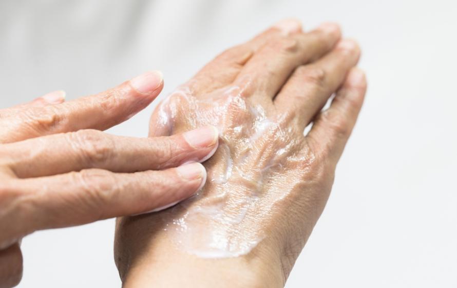 Especialista revela como prevenir o envelhecimento da pele causado pela poluição
