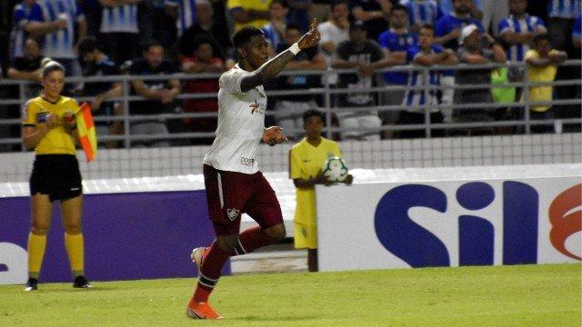 Risco de rebaixamento de Botafogo ou Fluminense cai após vitórias no Brasileirão