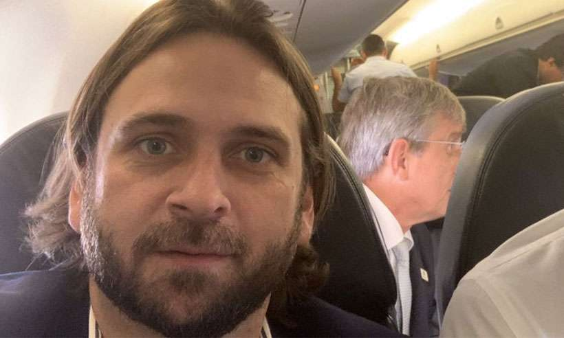 Secretário executivo da Casa Civil é destituído por usar avião da FAB