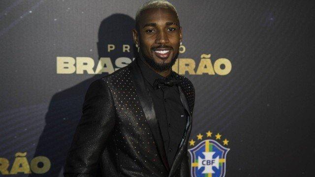 Interessado em Gerson, Tottenham busca informações sobre quanto custa meia do Flamengo
