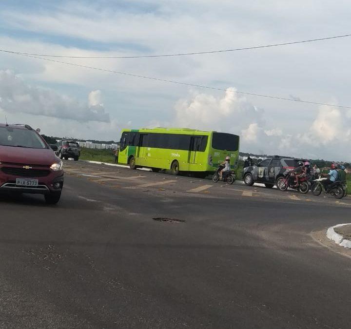 Mais um ônibus é assaltado, agora na Santa Maria da Codipi