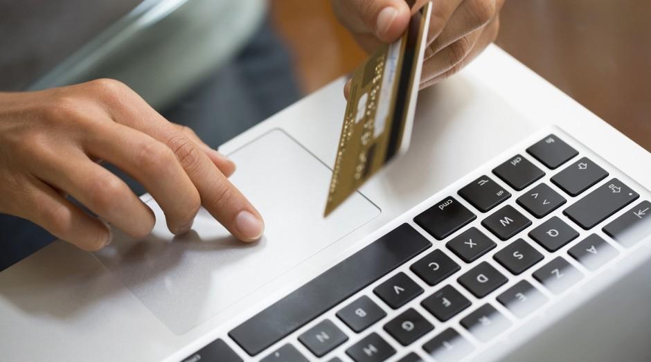 Dicas de como evitar golpes digitais em transações bancárias