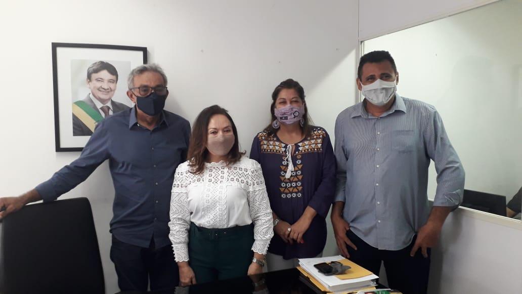 Pedro Calisto recebe vereadora Conceição de Campo Maior com outros líderes políticos