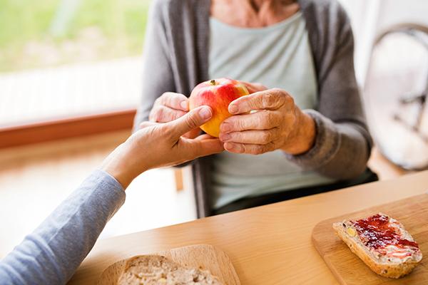 Nutricionista dá dicas de alimentação para pacientes que se recuperam da covid