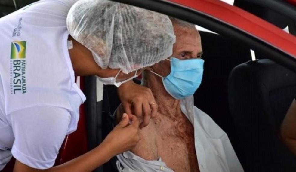 Idosos de 79 e 80 anos terão 2ª dose da vacina disponível nesta sexta(09)