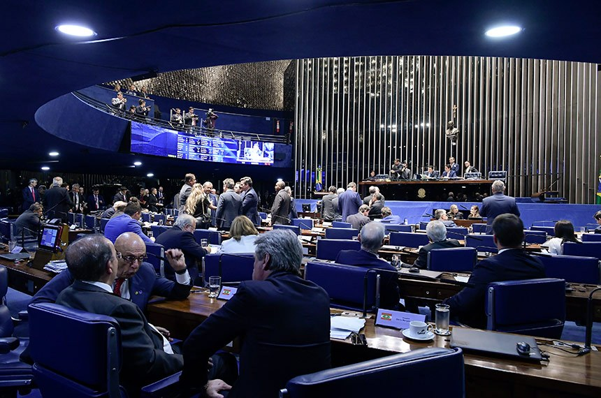 VERGONHA: Senado aprova elegibilidade para políticos com contas irregulares